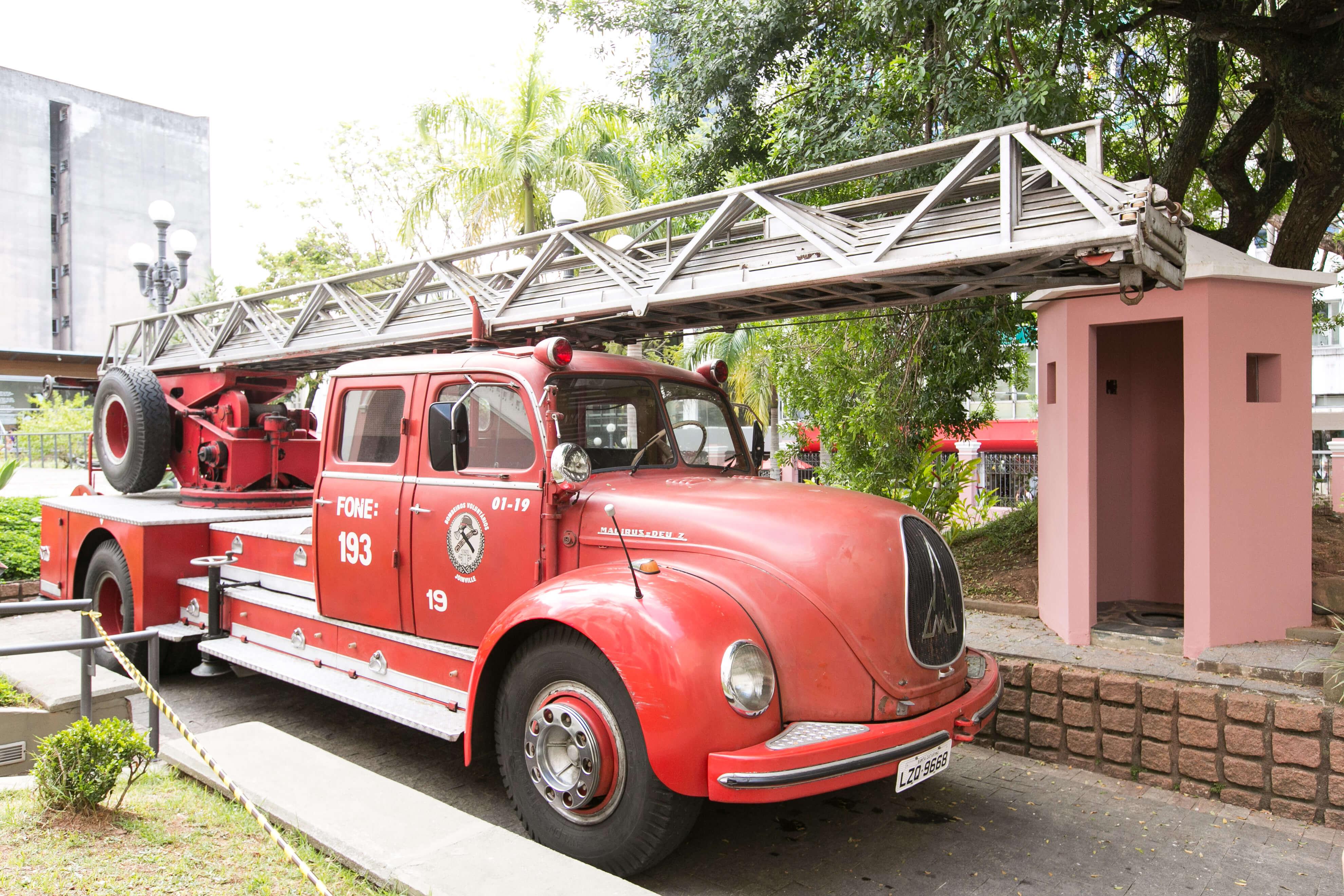 Exposição Governador Jorge Lacerda apresenta o carro Escada Magirus